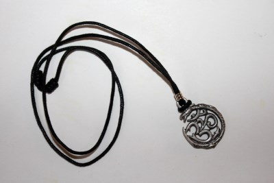 OM Serpent Halsband