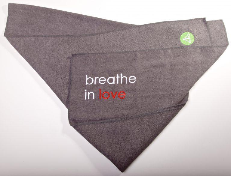 Breathe in Love YogaHandduk