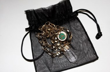 Tibetan Om and Crystal Halsband