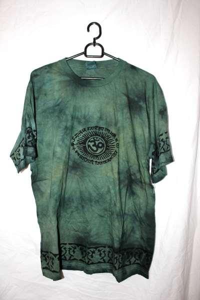 Batikfärgad OM Tshirt